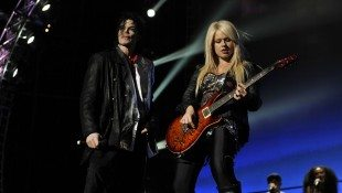 Orianthi Endorses Fretlight Learning System