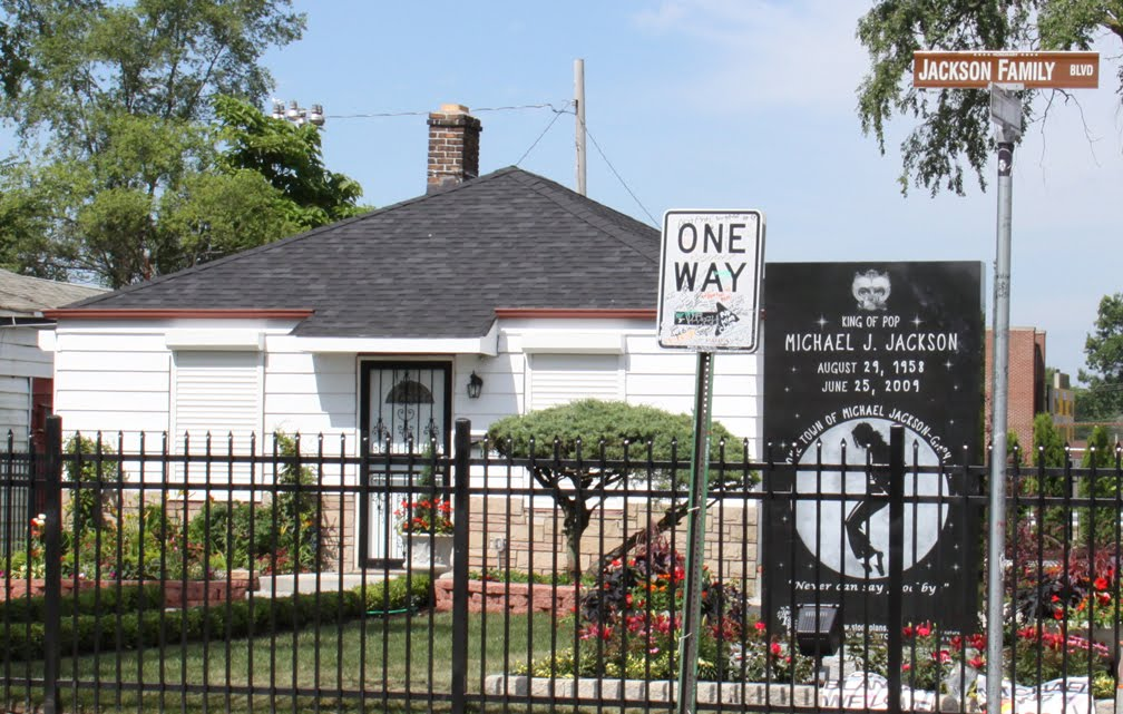 Houses near michael 39 s first home michael jackson world for Jackson 5 mural gary indiana