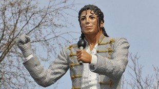 MJ's Statue Headed To National Football Museum
