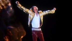 Michael's Hologram Debuts At Billboard Awards