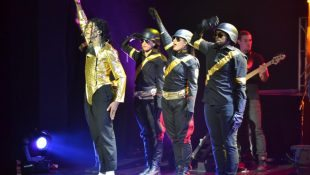 Australia Re-lives MJ 'HIStory'