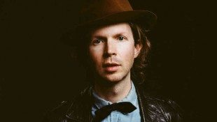 Beck Covers 'Billie Jean'