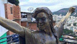 Michael's Rio Statue Missing Sunglasses!!